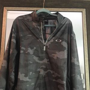 Men's Oakley light weight zip-up